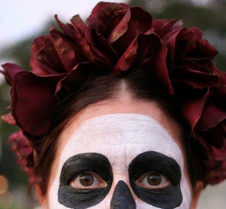 7847f71f3fd8 DIY Easy Rose Crown for Dia de los Muertos